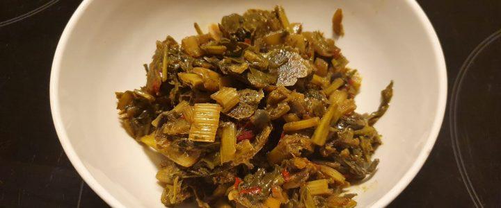 Indiase stoof van snijbiet en mosterdblad